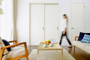 間仕切り戸壁に馴染む木目フラットタイプのイメージ画像